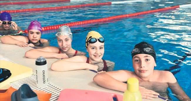 2 bin Mamaklı çocuk yüzme öğrendi