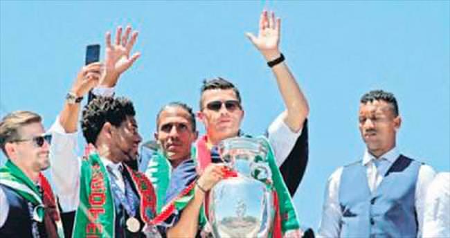 Cristiano Ronaldo 'zararlı bir figür'