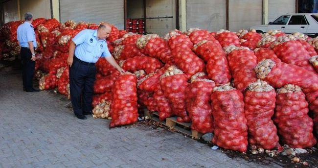 Zabıta 28 ton sağlıksız soğana el koydu
