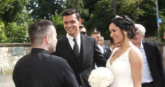 Dejan Lovren kendisini aldatan eşinden boşanıyor