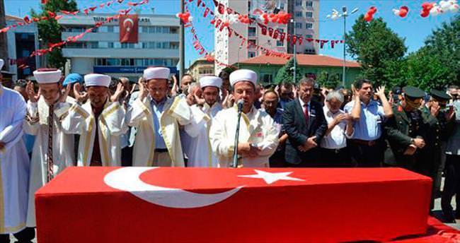 Şehit Emre'nin cenazesini imam olan kardeşi kıldırdı