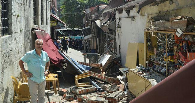 Karaköy'de bina duvarı çöktü: 3 yaralı