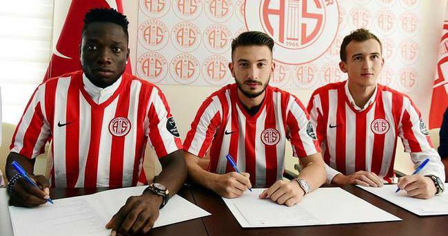 Antalyaspor'da 3 imza birden