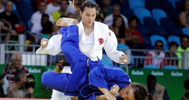 Büşra Katipoğlu Rio'da son 16'da