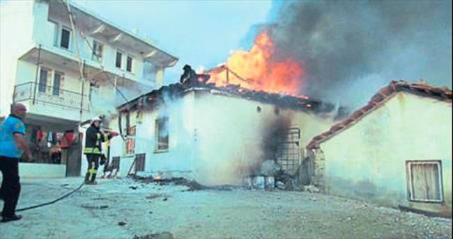 Fethiye'de bir ev tamamen kül oldu