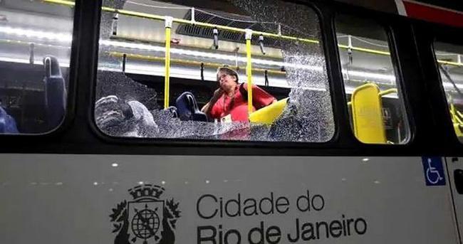 Olimpiyatlar'da basın otobüsü kurşunlandı