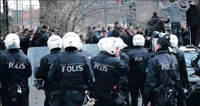23 polis tutuklandı