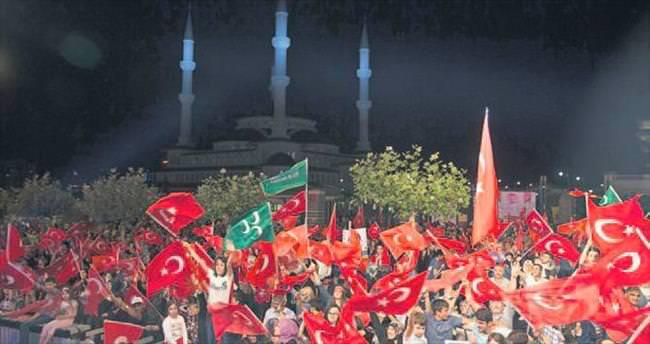 Demokrasi nöbetleri Kızılay'da taçlandı