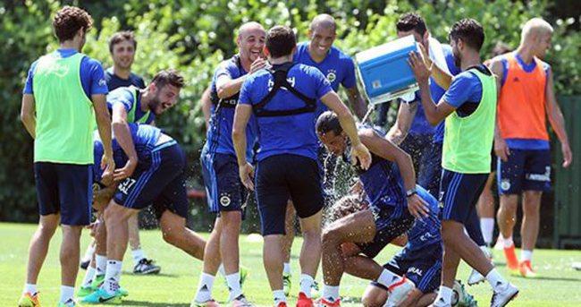 Fenerbahçe'de Van Persie'li ve neşeli idman
