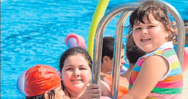 Engelli bireyler yüzme öğreniyor