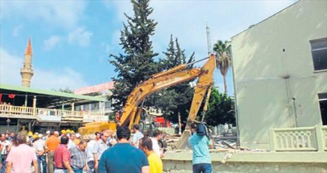 Serik Jandarma binası yıkıldı