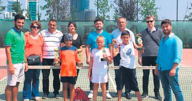 Osmangazi teniste de fark yarattı
