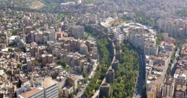 Silvan'da toplantı ve gösteri yürüyüşleri yasaklandı