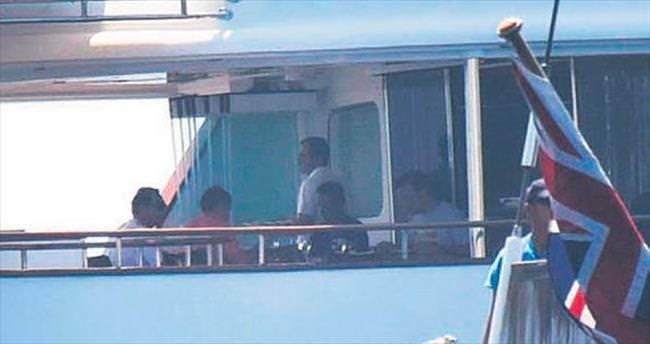 Ömer Koç teknesinde misafirlerini ağırladı