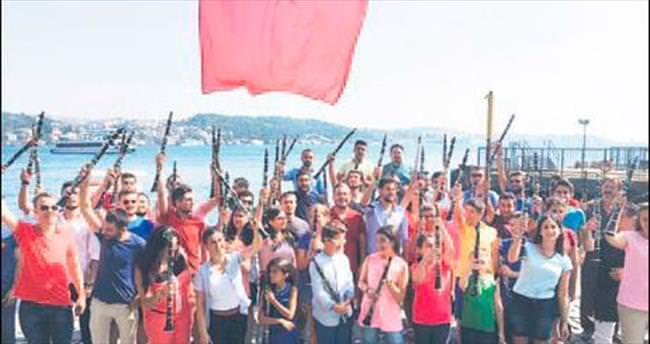 100 klarnet demokrasi için çaldı
