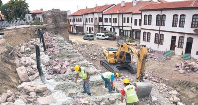 Hacı Bayram Camisi'nin surları yenileniyor