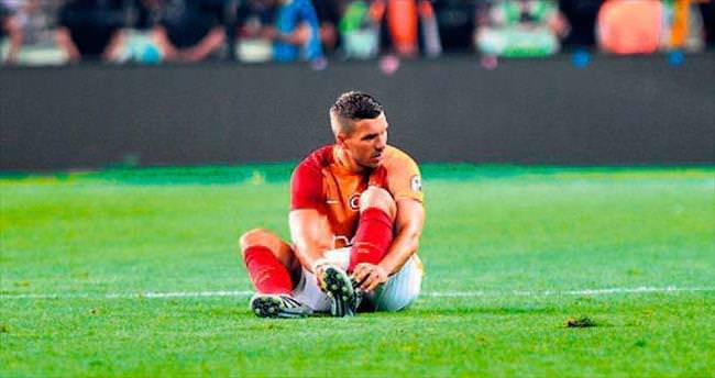 Lukas Podolski 3 hafta yok