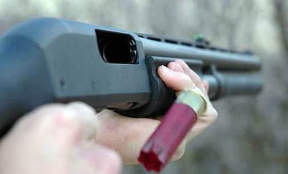 Üvey kızına pompalı tüfekle vurdu