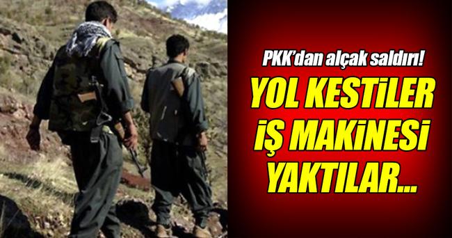PKK'lı teröristler yol kesip iş makinesini yaktı!