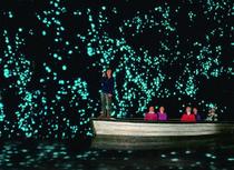 Bu mağaralar geceleri parlıyor!