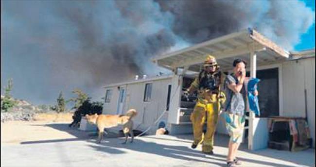 Kaliforniya yangınında 82 bin kişi tahliye edildi
