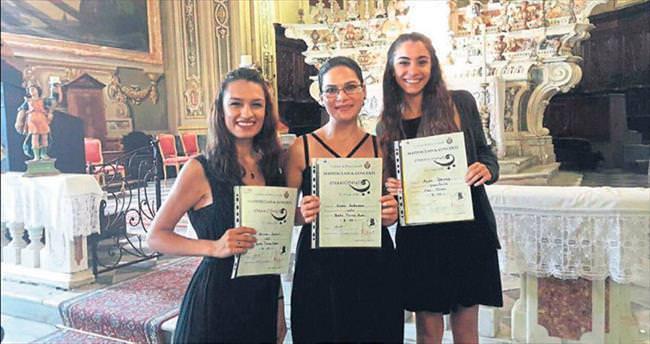 Müzik Öğretmenliği yüksek lisans öğrencileri İtalya'da eğitime katıldı