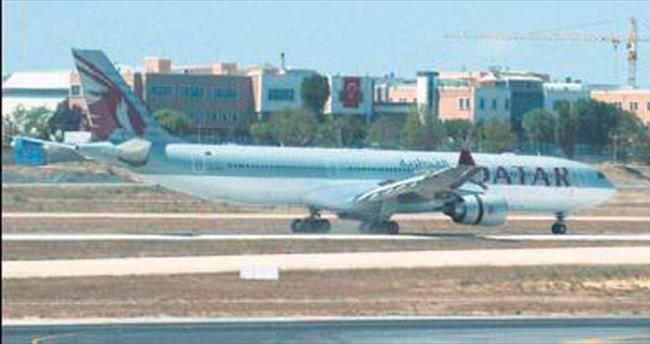 Motoruna kuş giren yolcu uçağı acil iniş yaptı
