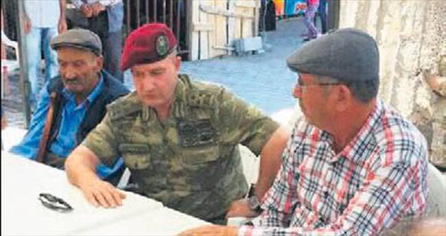 Kahramanın babasına komutandan ziyaret