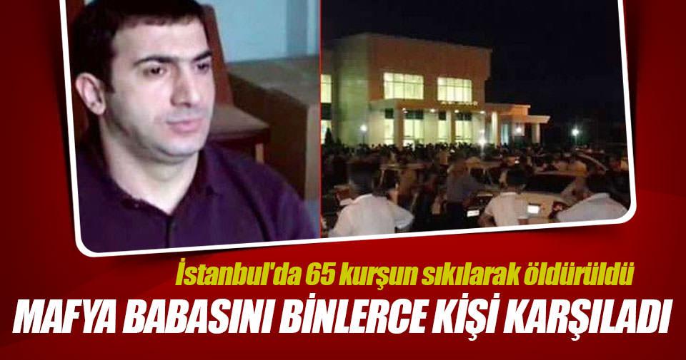 İstanbul'da öldürülen mafya babasını binlerce kişi karşıladı