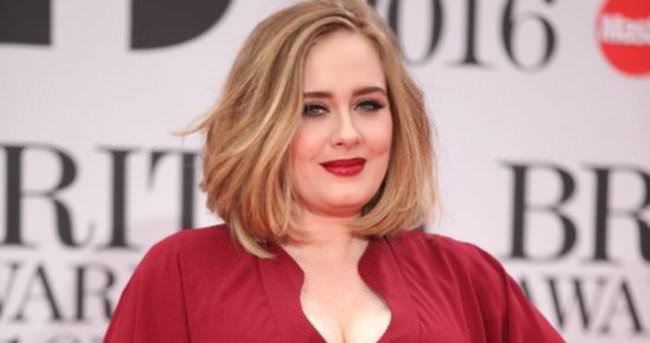 Adele makyajsız haliyle çektiği videosunu yayınladı
