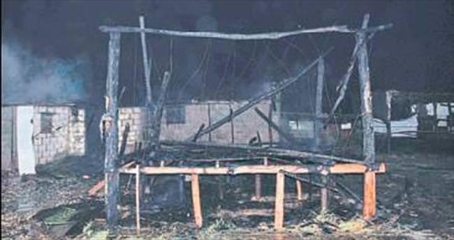 Manavgat'ta ağıl yangını söndürüldü