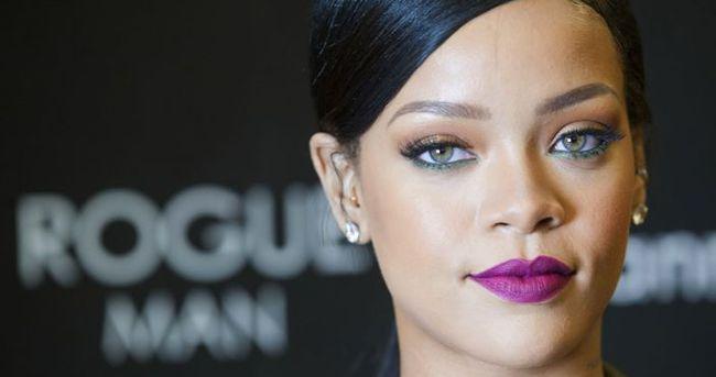 Partinin yıldızı Rihanna oldu