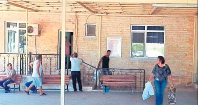 Foça'da 73 mahkum tahliye sevinci yaşadı