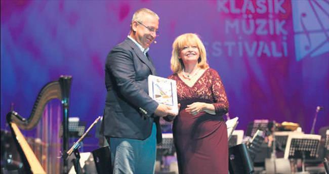 İdil Biret'e Onur Ödülü