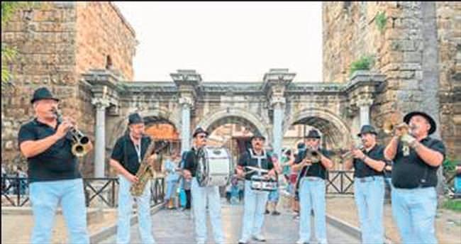 Müzik Antalya'nın kalbinde çalıyor