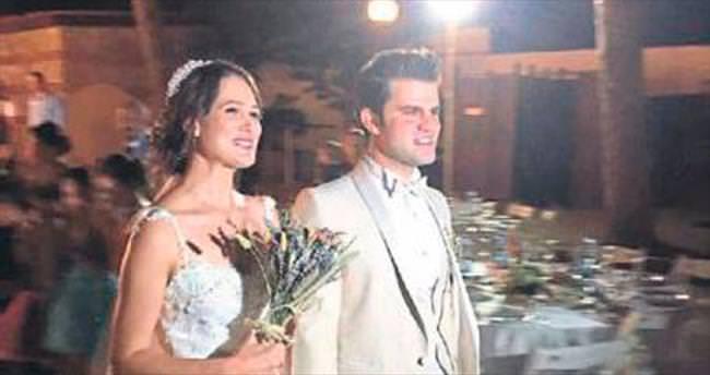 Düğün günü takıları çalındı