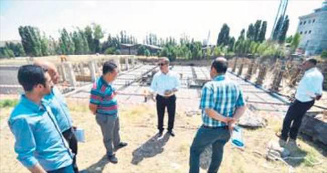 Çetin belediye binası inşaatını denetledi