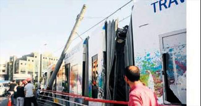 Tramvay kaza yaptı: 3 kişi hafif yaralandı