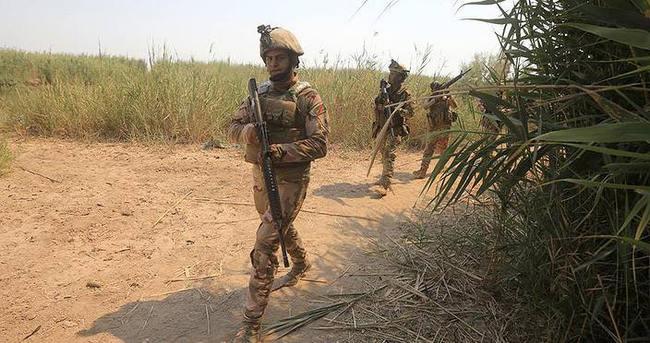 Irak ordusu DAEŞ'in elindeki El Kayyara'yı kuşattı