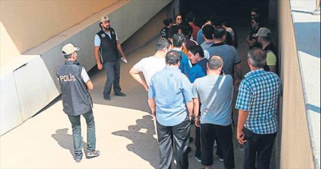 Adliye çalışanları tutuklandı