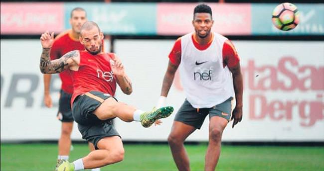 Sneijder'i ceza hizaya soktu!
