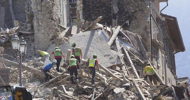 İtalya'daki depremde hayatını kaybeden kişi sayısı 159'a yükseldi