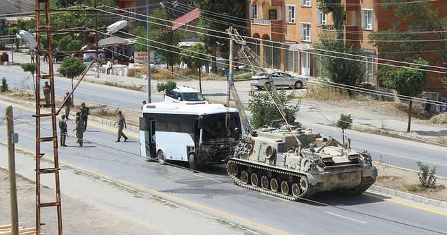 Asker ve polis aracı çarpıştı