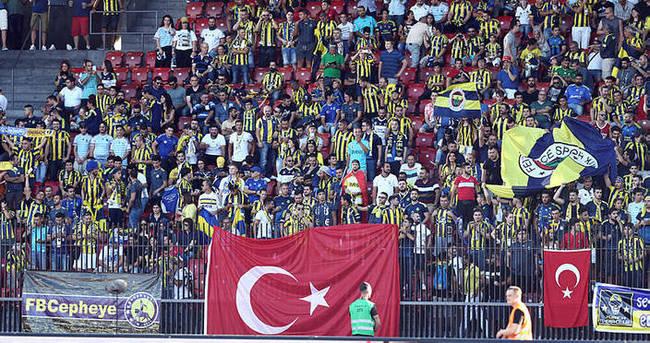 Taraftar Fenerbahçe'yi yalnız bırakmadı