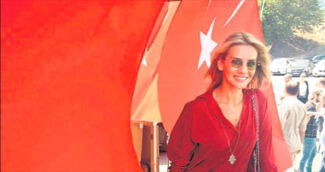 Ünlülerden Türk askerine büyük destek