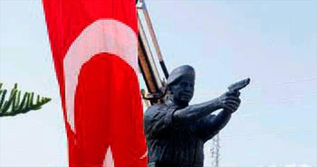 Kahramanın heykeli dikildi