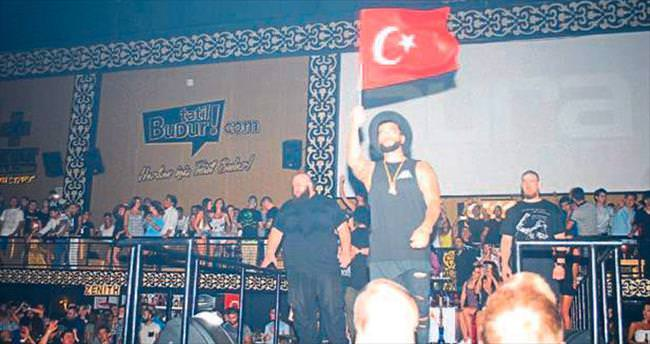 Türk bayraklı Rus Timati