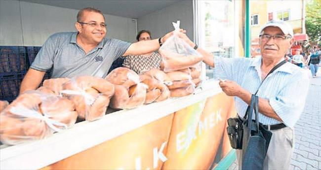 Mer-ek 25 noktada ekmek satışı yapıyor