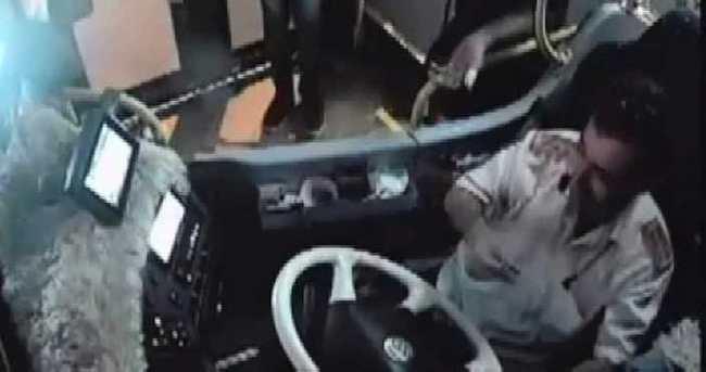 Halk otobüsünde ilginç olay: 4 kadın içki parası topladı