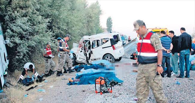 Düğün yolunda kaza: 7 ölü